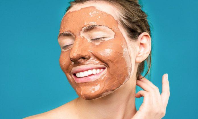 Come preparare delle maschere nutrienti per il viso